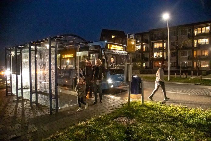 De bus rijdt vanaf februari een langere route door Stadshagen, maar daardoor komen ook twee haltes te vervallen. Onder andere de halte Havezathentunnel, ter hoogte van 't Hoge Huis.