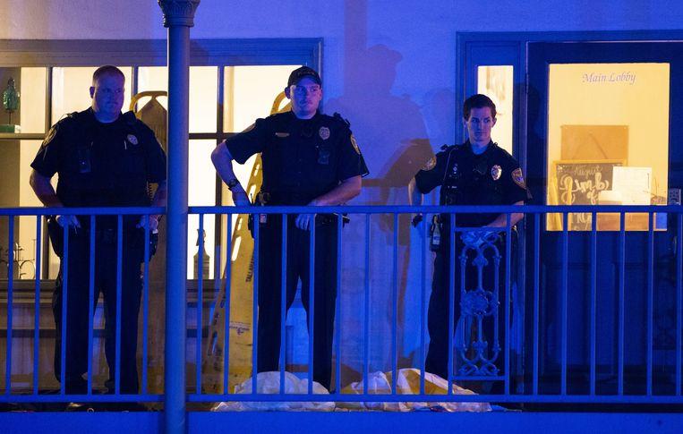 Politie bij de yogastudio waar de schietpartij plaatsvond in Tallahassee.