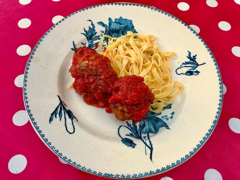 Gehaktballen met tomaat en sesamtagliatelle Beeld Onno Kleyn