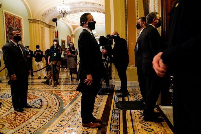 Afgevaardigde Jamie Raskin leidt de impeachment-managers van het Huis van Afgevaardigden naar de Senaat.