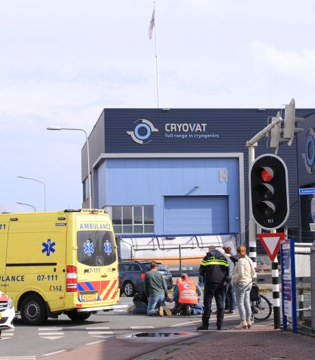 Vrouw houdt botbreuken over aan ongeval in Nijkerk, weg afgesloten