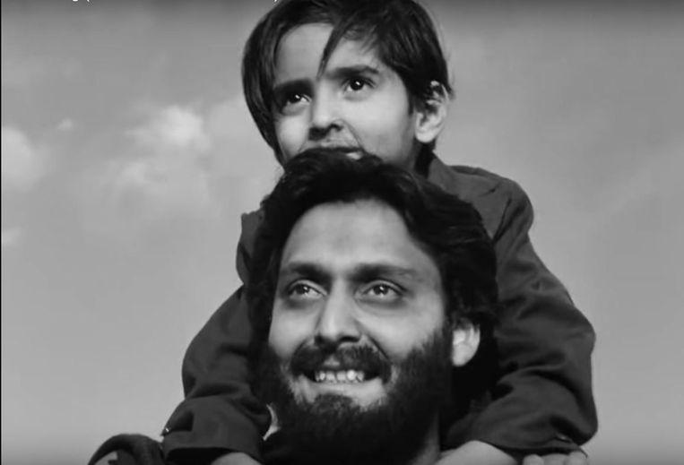 Soumitra Chatterjee en Alok Chakravarty in The World of Apu van Satyajit Ray. Beeld