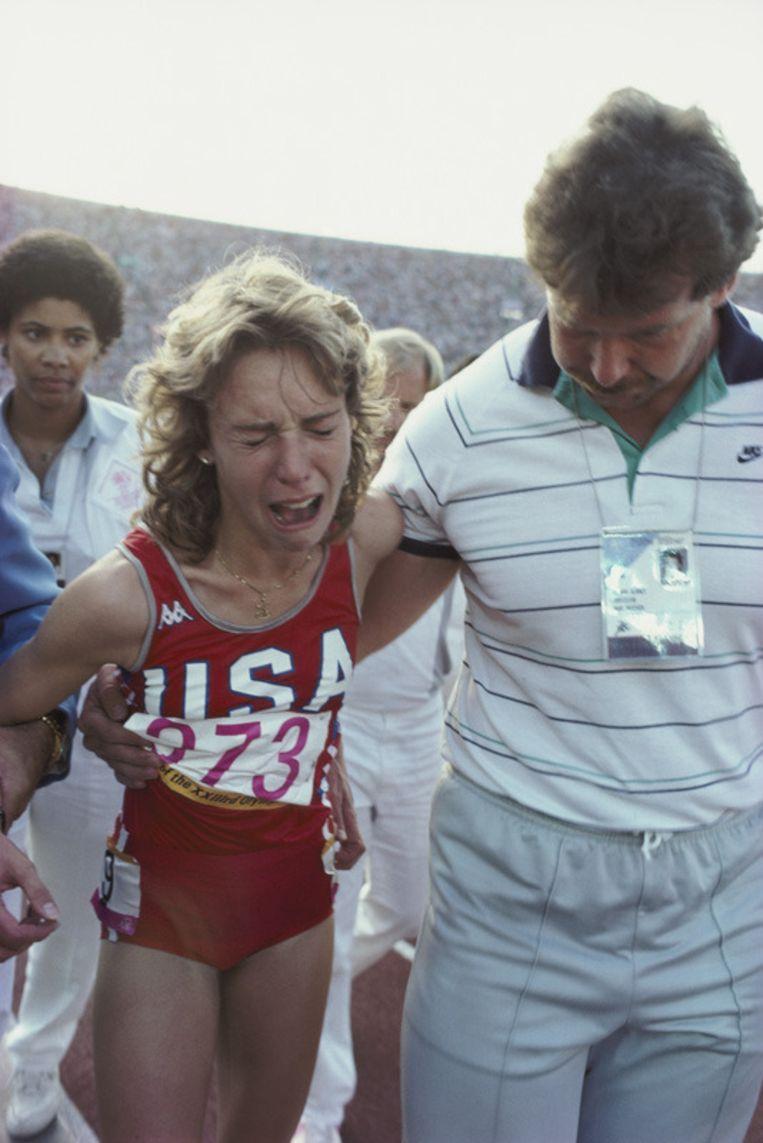 Mary Decker was zwaar ontgoocheld na haar val tijdens de Spelen van 1984. Beeld UNKNOWN