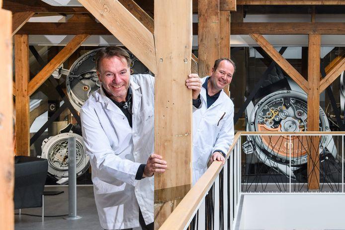 Bart (links) en Tim Grönefeld op de verdieping van hun nieuwe pand aan het Plechelmusplein in Oldenzaal.