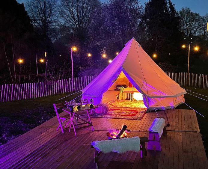 Een van de kant en klare tenten zoals die op de camping Hemels komen staan.