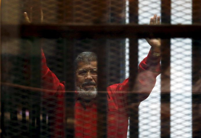 Oud-president Morsi tijdens zijn rechtszaak