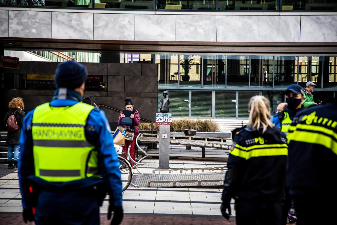 Politie bij de demonstratie in Arnhem.