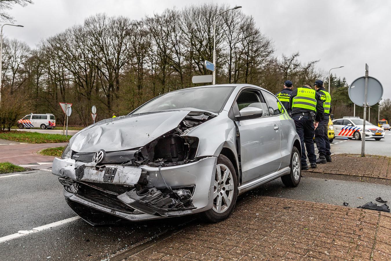 Ongeluk op de kruising van de Vijf Eikenweg met de Ketenbaan in Oosterhout.