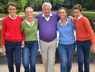 Na jaar vol tegenslag: prins Laurent deelt beste wensen met stralende gezinsfoto
