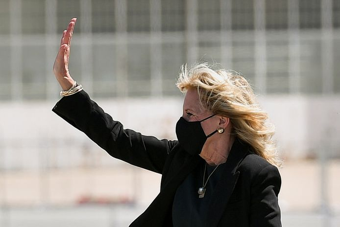 La Première dame Jill Biden photographiée avant d'embarquer dans l'avion qui la ramenait de Californie à Washington.