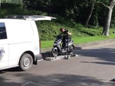Politie pakt overlast van brom- en snorfietsers aan op Koopmansvoetpad Oost-Souburg