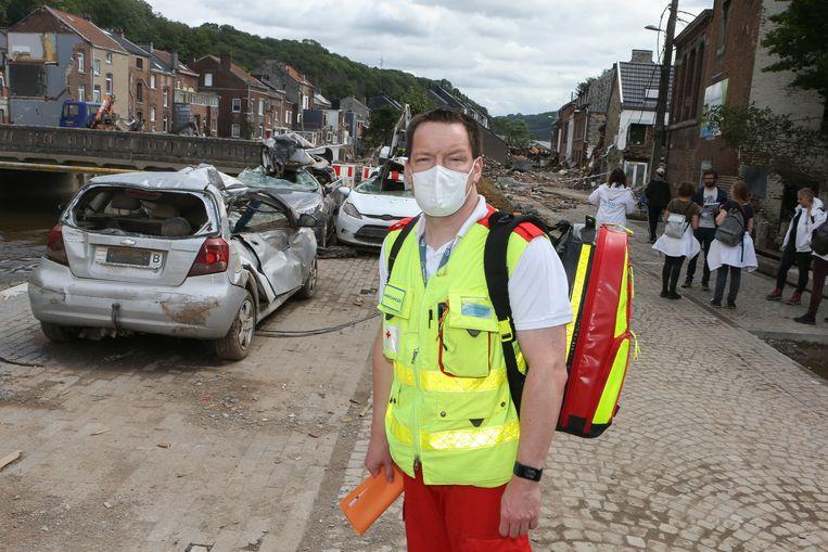 Koen Van den Bergh maakte als vrijwilliger al veel mee, maar volgens hem overtreft dit alles. Beeld Photo News