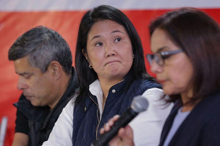 De rechtse Peruaanse presidentskandidaat Keiko Fujimori (midden).  Beeld AFP