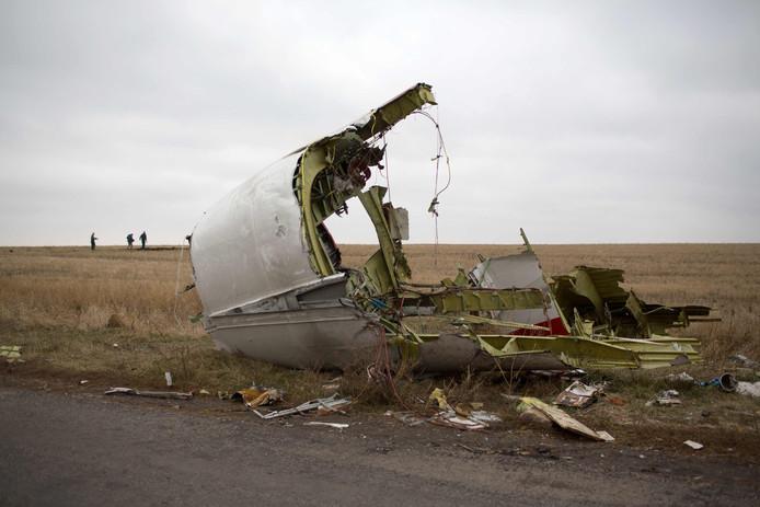 Brokstukken van vlucht MH17, kort nadat het neerstortte in Oekraïne.