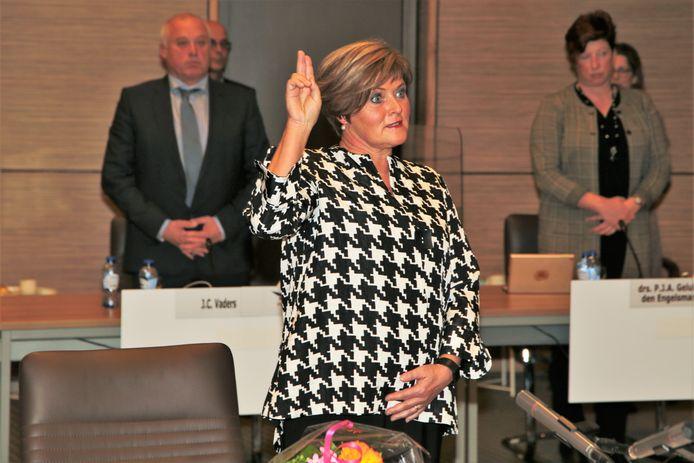 Marleen Sijbers is beëdigd als burgemeester van Tholen.
