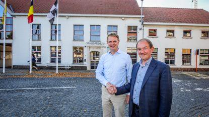 Hendrik Bogaert en Daniël Vanhessche geven binnen drie jaar de burgemeesterssjerp door aan elkaar