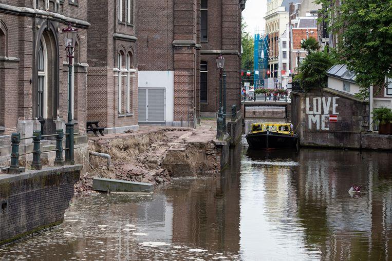 De Grimburgwal stortte dinsdag in. Beeld Maarten Brante