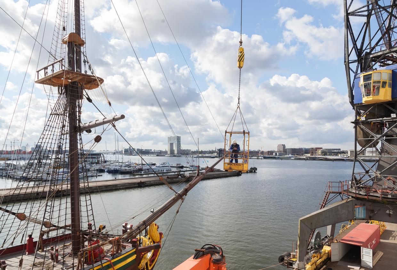 Het gerestaureerde VOC schip gaat vrijdag terug naar het Scheepvaartmuseum. Beeld Nina Schollaardt