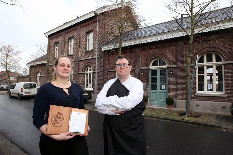 Lisa en Ludovic van Brasserie Lijn 58 in het voormalig stationsgebouw van Waarschoot.