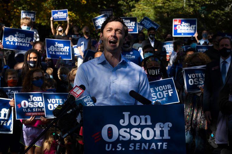 De Democratische senaatskandidaat John Ossoff tijdens zijn campagne in Georgia.  Beeld AP