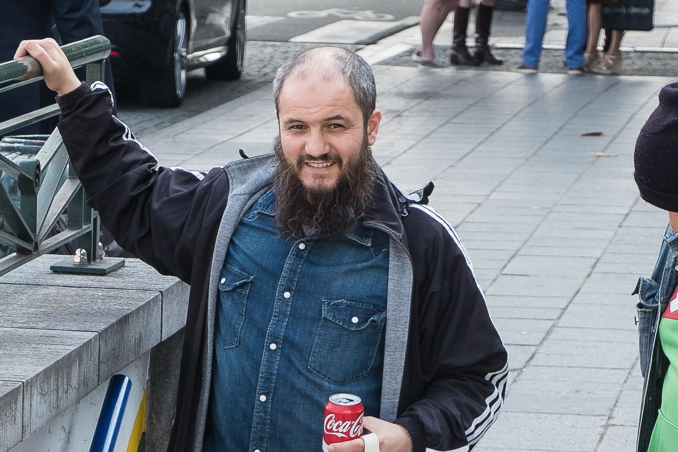 Verdachte Khalid Bouloudo, bijgenaamd de 'koekjesbakker', werd eerder al veroordeeld tot 3 jaar met uitstel voor het ronselen van Syriëstrijders.