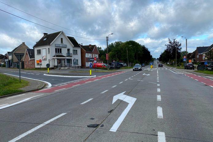 De afslaande pijl van de Gentsesteenweg richting Botermelkstraat in Erpe zal eerstdaags met zwart oververfd worden.