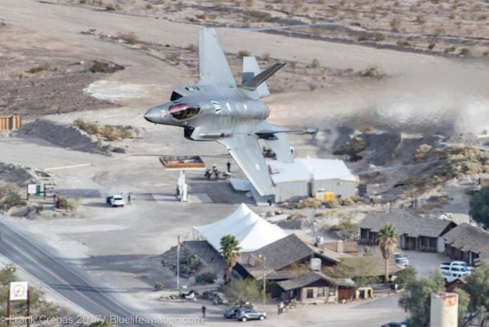 Een toestel als de F-35 in actie zien maakt nederig