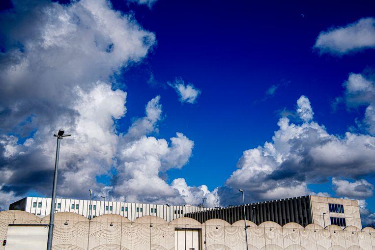 Het zwaarbeveiligde Justitieel Complex Schiphol, waar het internationale MH17-proces zal plaatsvinden.  Beeld ANP
