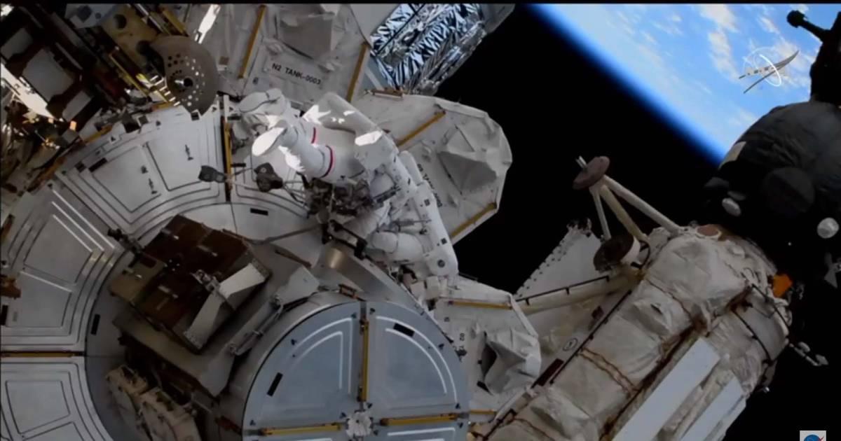 ISS-astronauten maken ruimtewandeling van bijna 7 uur   Wetenschap   hln.be - Het Laatste Nieuws