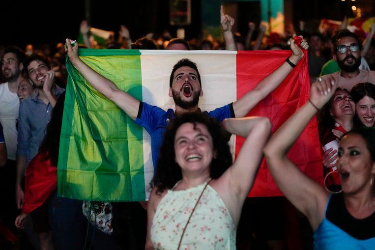 Grote vreugde bij de Italiaanse voetbalfans. Beeld AP