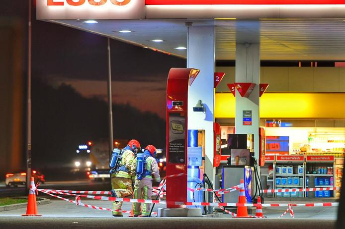 Hulpdiensten bij het tankstation Oeienbosch.