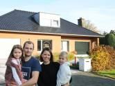 """Jeroen (37) en Siska (35) kochten voor 340.000 euro een bungalow uit 1969: """"Vroeger een hoop onbenutte ruimte, vandaag is het een villa"""""""