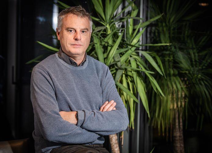 Professor Johan Neyts is beducht voor de Engelse en Zuid-Afrikaanse varianten van het coronavirus.