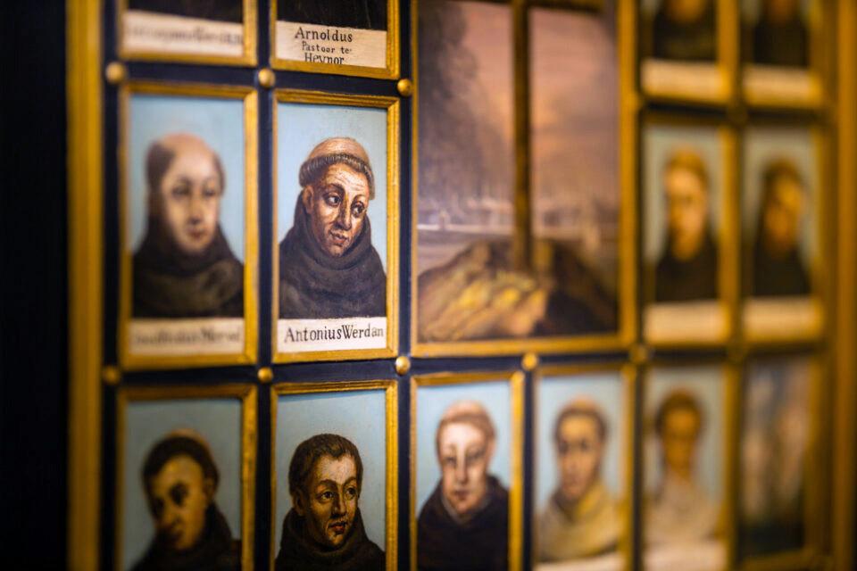 Een impressie van de permanente tentoonstelling over de Martelaren van Gorcum in het Gorcums Museum.