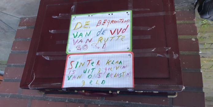 Op het verdachte koffertje stond een statement tegen de VVD.