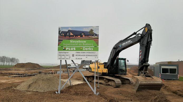 In Overasselt is begonnen met de bouw van de nieuwe Plus-supermarkt.