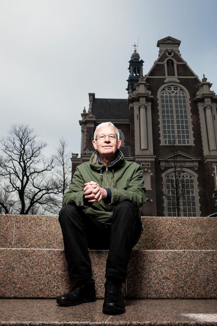 Bob van Schijndel op zijn monument. Beeld Niels Blekemolen
