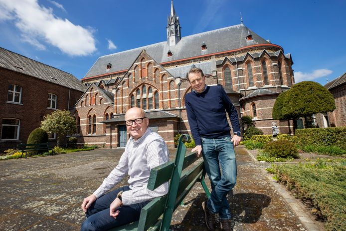 Roger Mertens (links) en Patrick Roggemans bij de Achelse Kluis