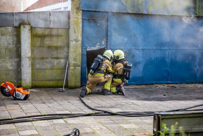 Twee oldtimers raakten zwaar beschadigd bij de brand.
