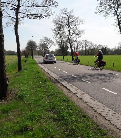 Vrijliggend fietspad langs Elsbosweg tussen Apeldoorn en Klarenbeek
