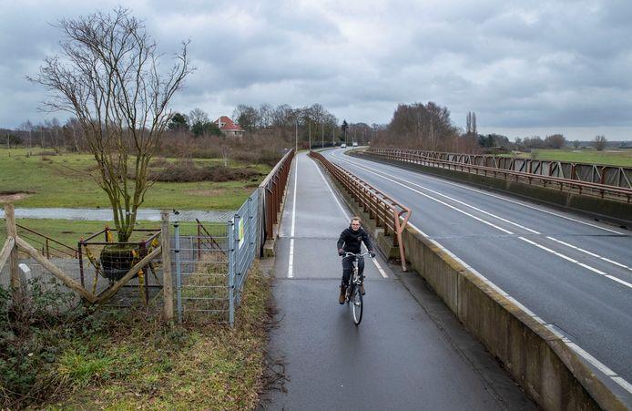 Een ecoduct langs de N225 bij Elst.