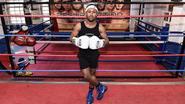 Ex-voetballer wordt kleinste Britse bokser ooit