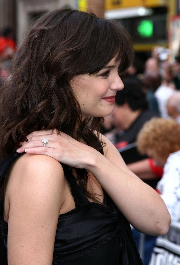 Katie apatrots op haar grote ring.
