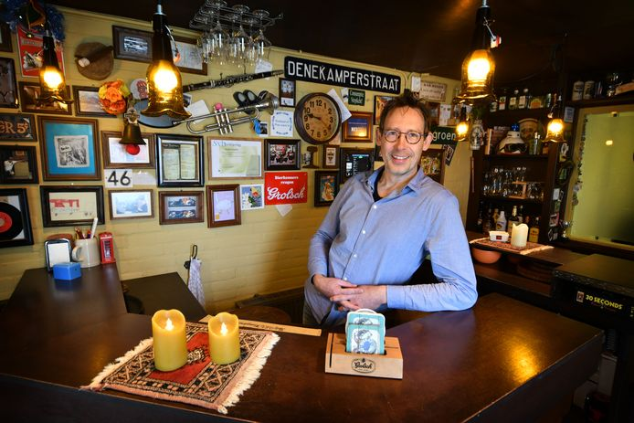 Het was het eerste wat Hans Pijnappel deed toen hij in 2012 zijn huidige woning overnam van z'n ouders: de schuur ombouwen tot thuiscafeetje.