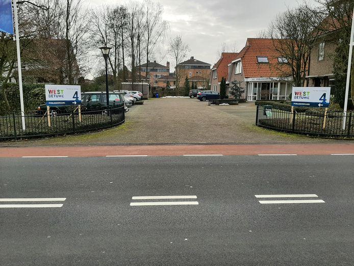 De publieksbalies van de gemeente West Betuwe in Geldermalsen gaan deels weer open na de coronastop