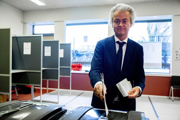 Geert Wilders brengt zijn stem uit.