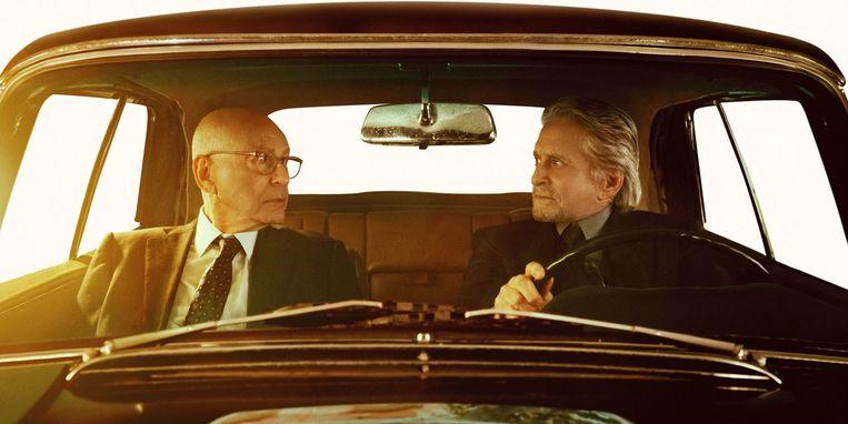 Alan Arkin (links) en Michael Douglas in 'The Kominsky Method': fijne smeerlappen. Beeld Netflix