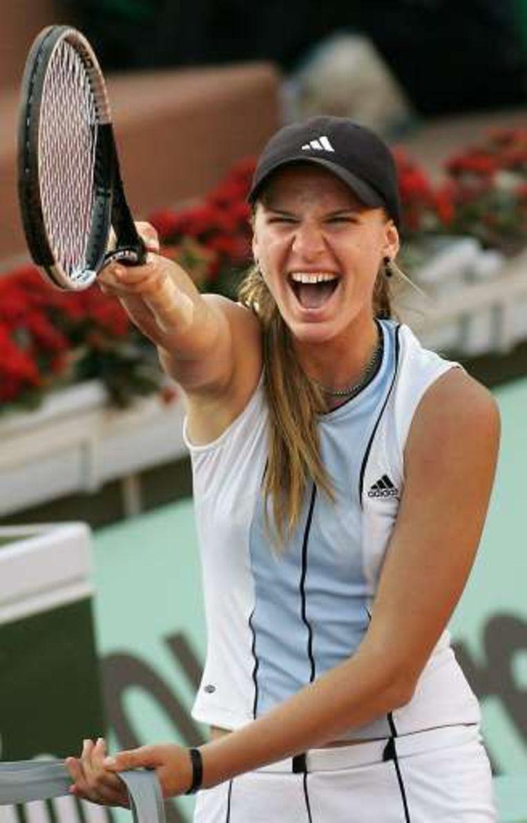 Sesil Karatantcheva na haar match tegen Venus Williams op Roland Garros in 2005. Beeld UNKNOWN