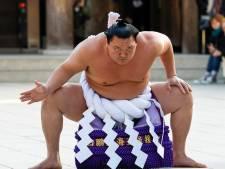 Le plus grand champion de l'histoire du sumo prend sa retraite