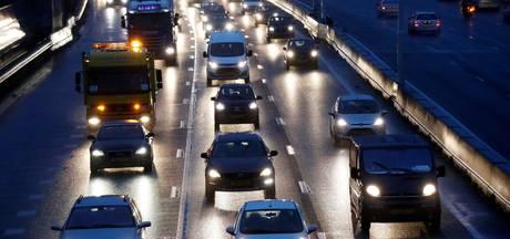 Grote vertraging op A28 van Zwolle naar Amersfoort na ongeluk